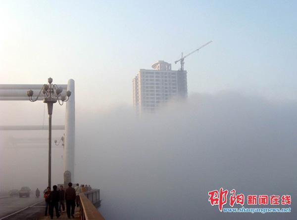 浓雾环抱中的联都国际