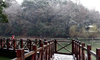 """雨雪中的城南公园""""山塘湖"""""""