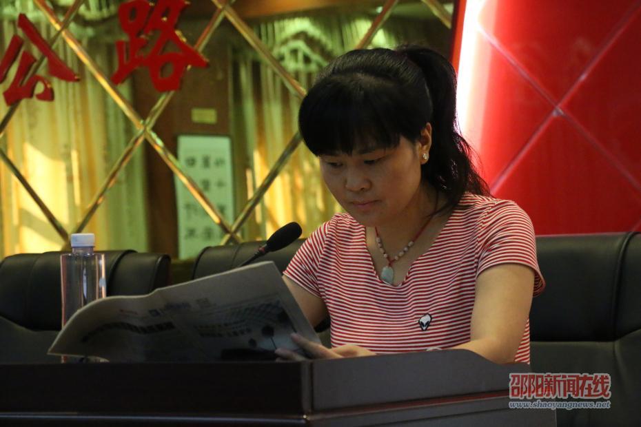"""新邵县酿溪镇联合县公路局为通讯员集中""""充电"""""""