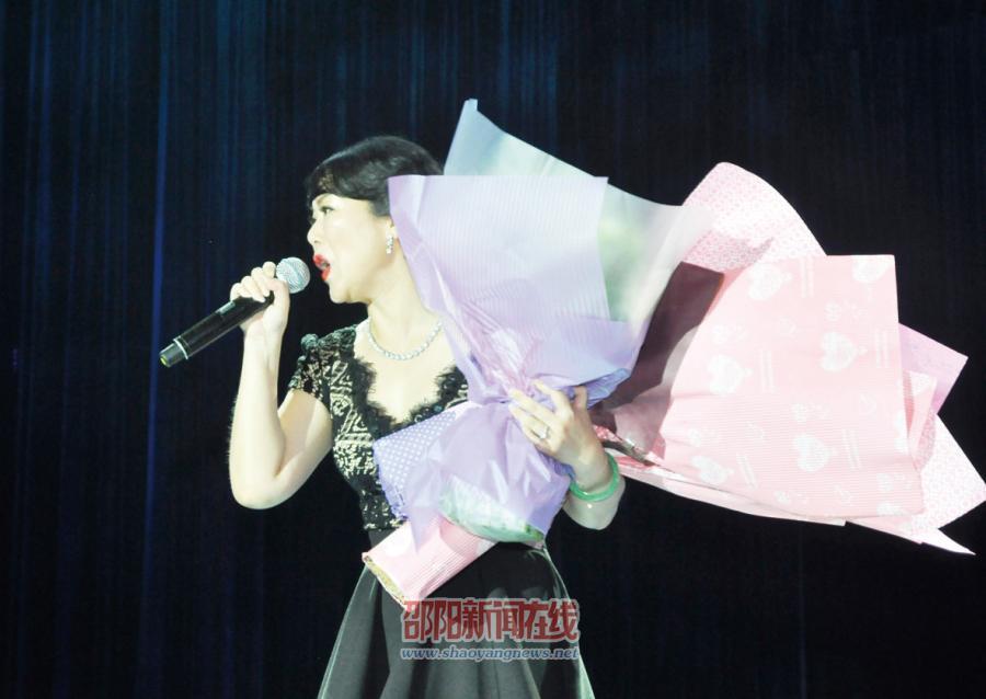 """中国铁路文工团""""铁路感谢您""""赴怀邵衡铁路慰问演出"""