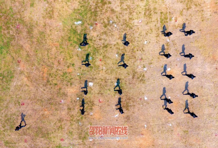 """邵阳市警方举行""""2016雷霆行动""""反恐实战演练"""