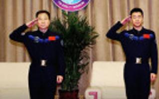 航天员景海鹏和陈冬与媒体见面