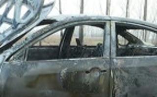 女子驾车去上坟 十几万元真车烧走了