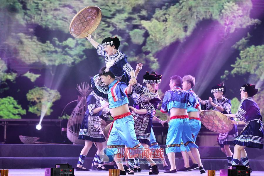 """绥宁苗族""""四八""""姑娘节速写"""