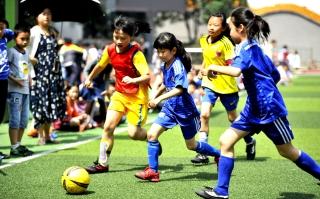 """双清区中河街小学开展第二届""""玫瑰杯""""女子足球比赛"""