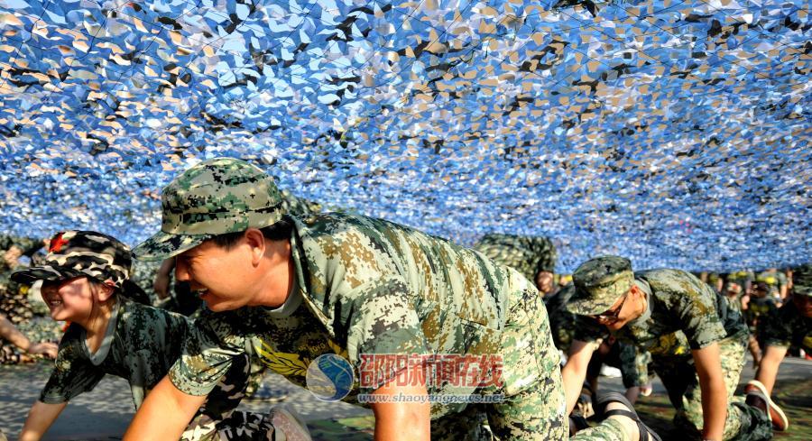 """《上阵父子兵》""""六一""""大型亲子军事活动举行"""