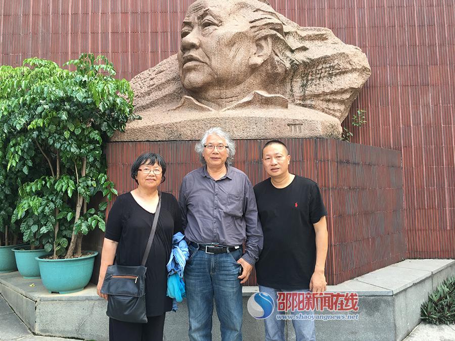 心路——广州美术学院85油画系师生作品展在广州举行