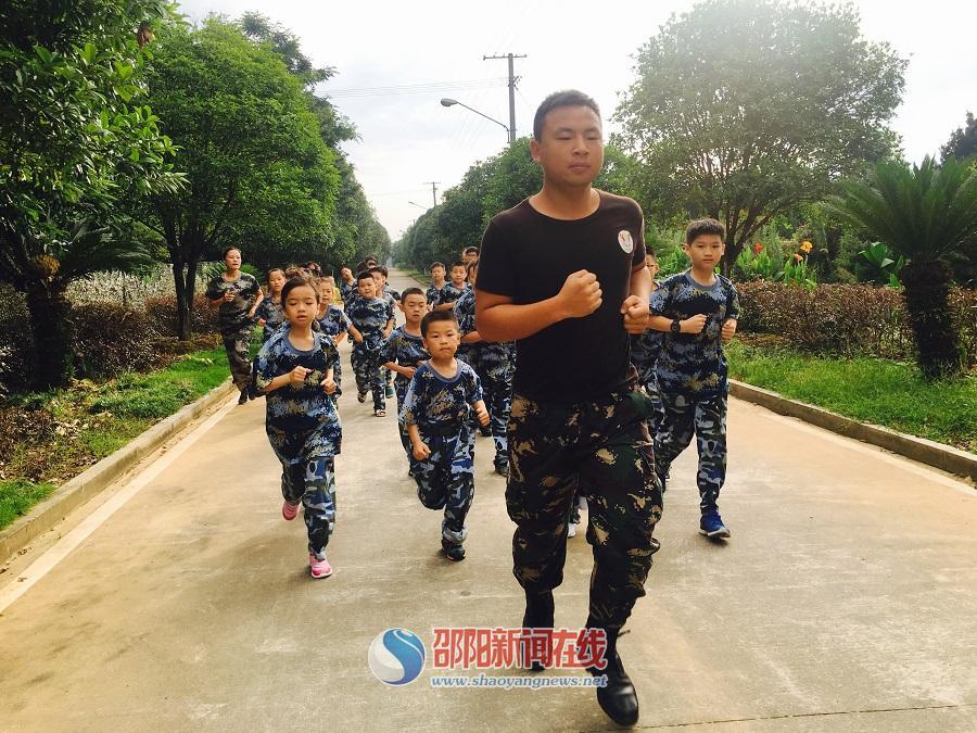 邵阳市小记者协会拉开军事夏令营帷幕