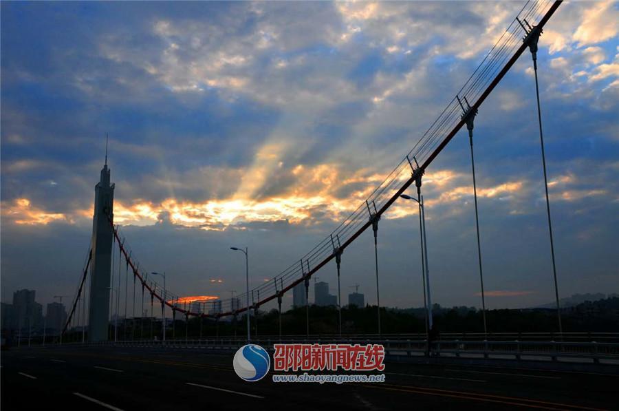 晨曦中的桂花桥