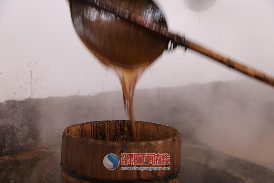 隆回县山界回族乡传承手工红糖熬制技艺香飘千家万户