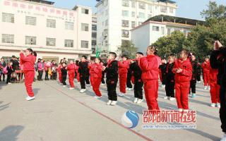 新宁县解放小学举行七彩阳光体操比赛