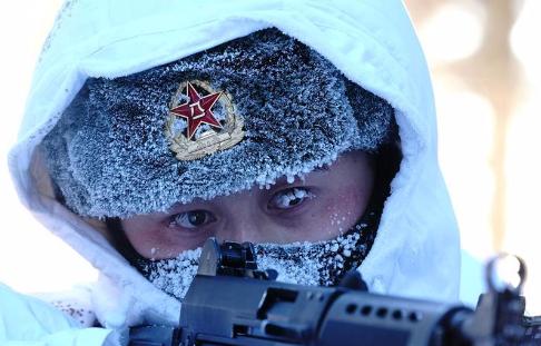 帽顶积雪眉毛结冰:边防战士-40℃冒雪巡逻