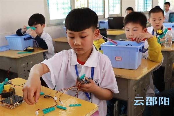 邵阳拍客    精彩!600多名邵阳小朋友进行机器人竞赛