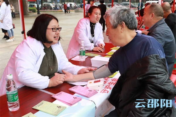 邵阳市开展第30个全国爱国卫生月宣传活动