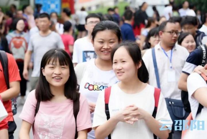 直击邵阳高考第一天!这些考场外最真实的照片,震撼了所有邵阳人!