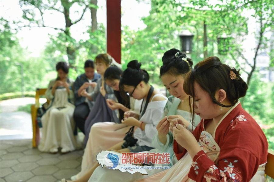 弘扬传统文化 邵阳汉服社举行端午活动