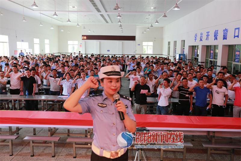 无毒驾驶 万里行——隆回县开展2018年禁毒主题宣传活动