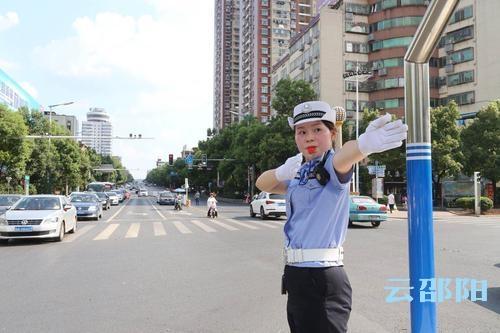 邵阳拍客 | 为了行人和车辆的出行安全,这群人坚守在岗位上