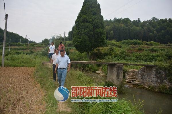 新宁县李先锋副县长到马头桥乡开展巡河工作