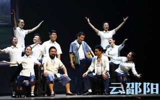 """音乐剧《袁隆平》邵阳上演,再现""""杂交水稻之父""""的科研求索路"""