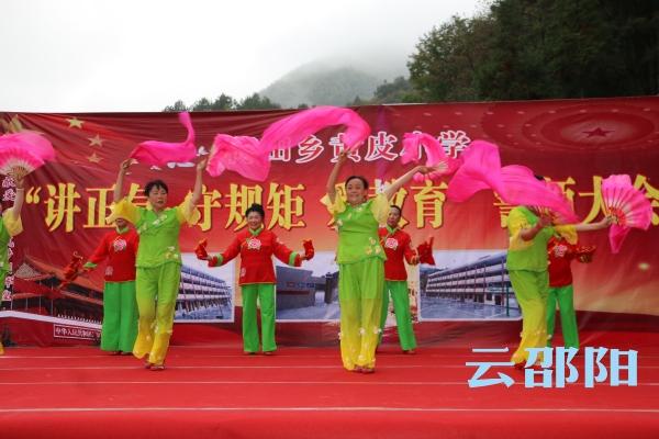"""邵阳拍客丨隆回""""快乐之声""""老年艺术团义务为群众演出180场次"""