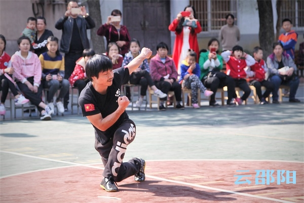 邵阳拍客丨传统武术进校园活动走进市特殊教育学校
