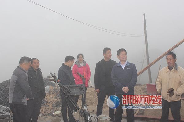 新华水力发电有限公司调研新宁县黄金瑶族乡二联村扶贫工作