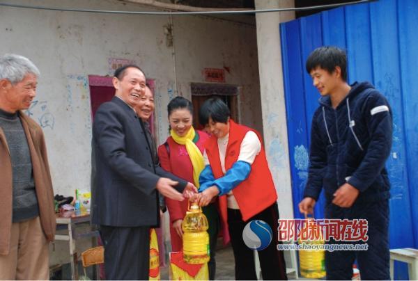 中国银行湖南省邵阳分行开展冬季扶贫送温暖活动