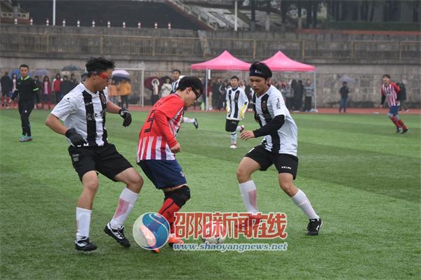 龙虎杯足球赛在邵阳学院李子园校区火热开赛