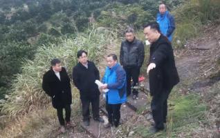 新宁县常务副县长李荣卫指导易地扶贫搬迁供水工程工作