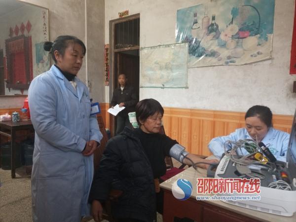 """打造""""互联网+家庭医生签约服务""""平台  新宁 """"健康三角""""守住群众健康"""
