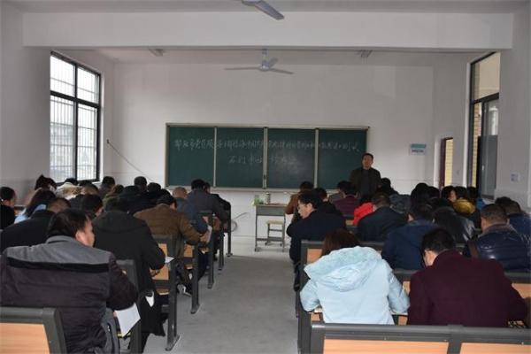 隆回县石门教育系统在职党员参加《条例》和《监察法》闭卷考试