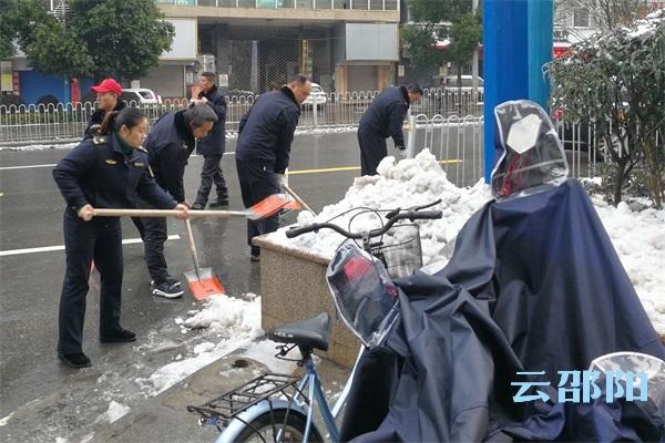 双清城管全力恢复城区市容秩序