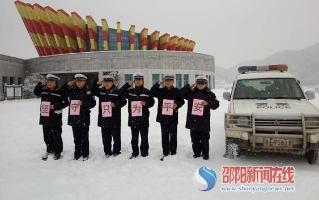 """【雪中""""警""""色】  隆回交警积极迎战冰雪恶劣天气"""