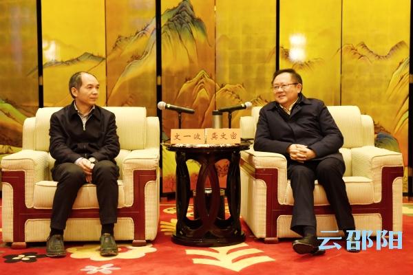 龚文密刘事青与文一波座谈:加快桑德(betway官网)锂电池项目建设