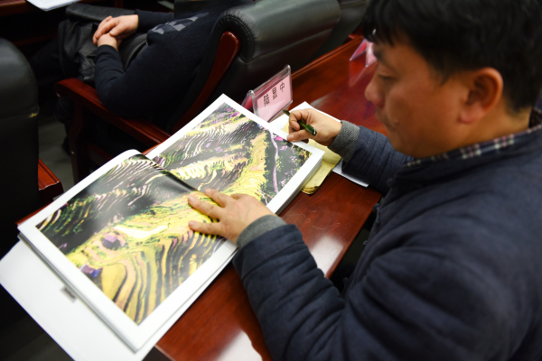 《中国花瑶》民族文化摄影画集即将面世