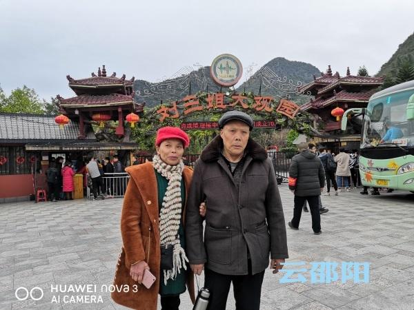 新春走基层   专程陪父母出游享受人子之乐