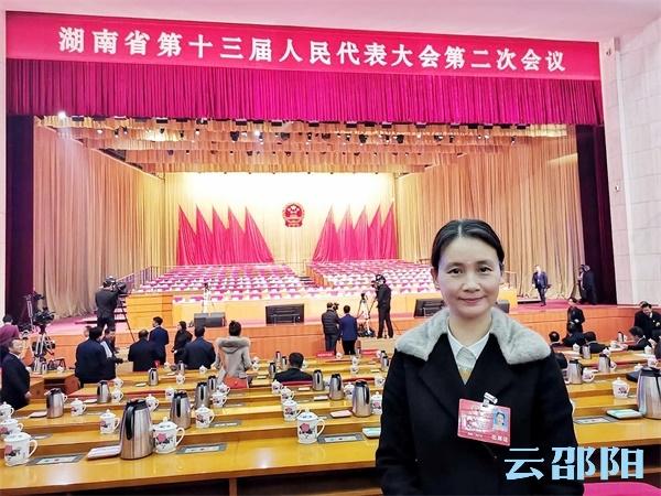 省人大代表伍忠兵:扎根邵阳,办好人民满意的教育