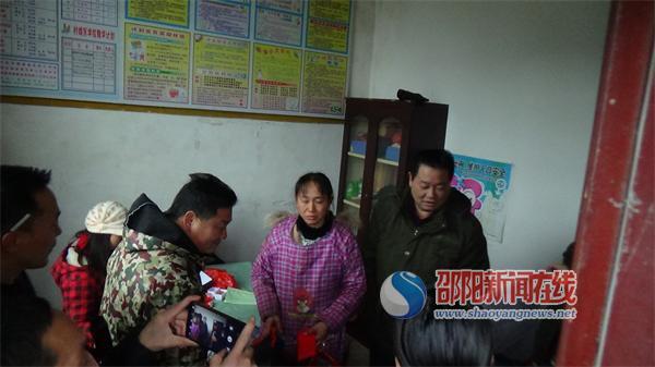 城步县农业局慰问火灾受困群众
