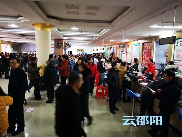 隆回县新春招聘会助力返乡农民工本地就业