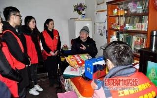 工商银行邵阳分行青年志愿者慰问孤寡老人