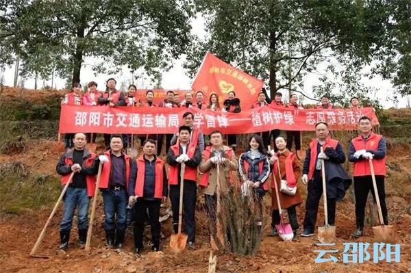 邵阳市交通运输局:两个小时栽下百余树苗