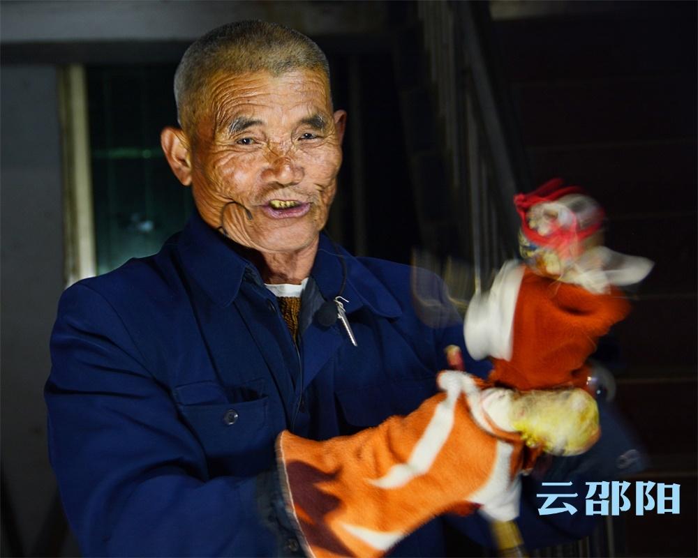 邵阳拍客  |  邵阳布袋戏:小戏台演绎大精彩