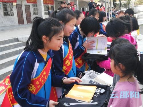 邵阳市十中一对一结对帮扶关爱农村留守儿童