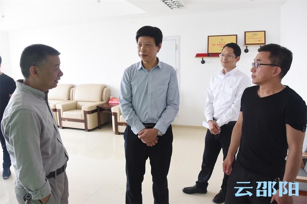 双清区宣传系统负责人考察邵阳日报社融媒体建设