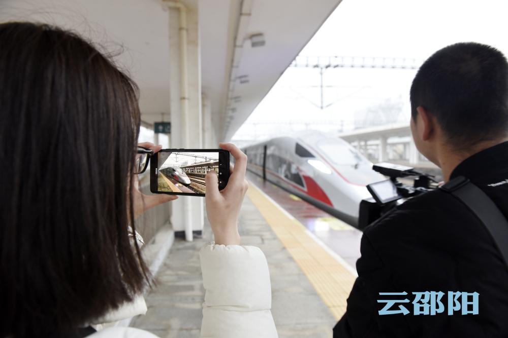 首趟邵阳始发至北京的高铁启程丨301名旅客尝鲜