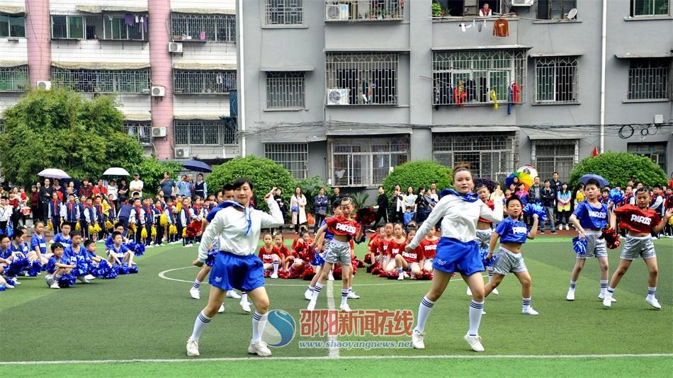 雙清區(qu)中(zhong)河街zhong)⊙xue)舉(ju)行首屆啦啦操比賽