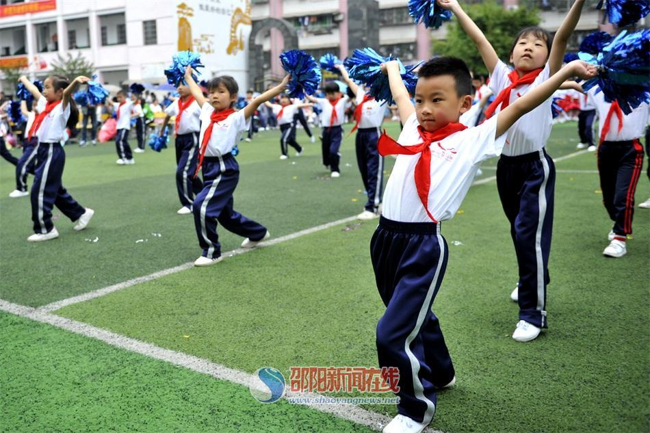 双清区中河街小学举行首届啦啦操比赛