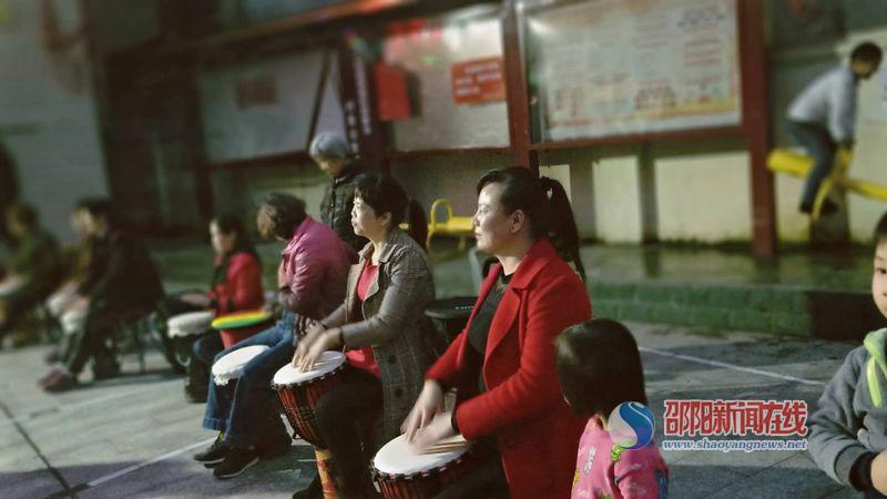 隆回县六都寨镇文化惠民点亮群众幸福生活