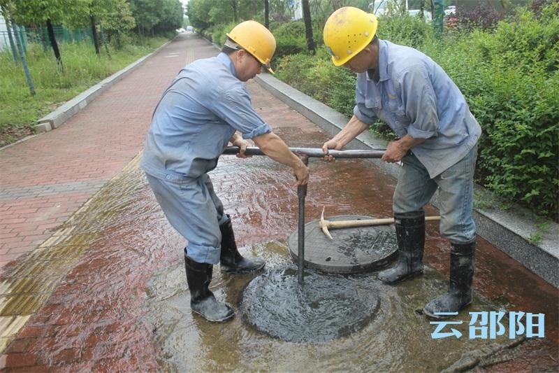 市自来水公司开展主供水管道维修大会战 保障企业生产用水